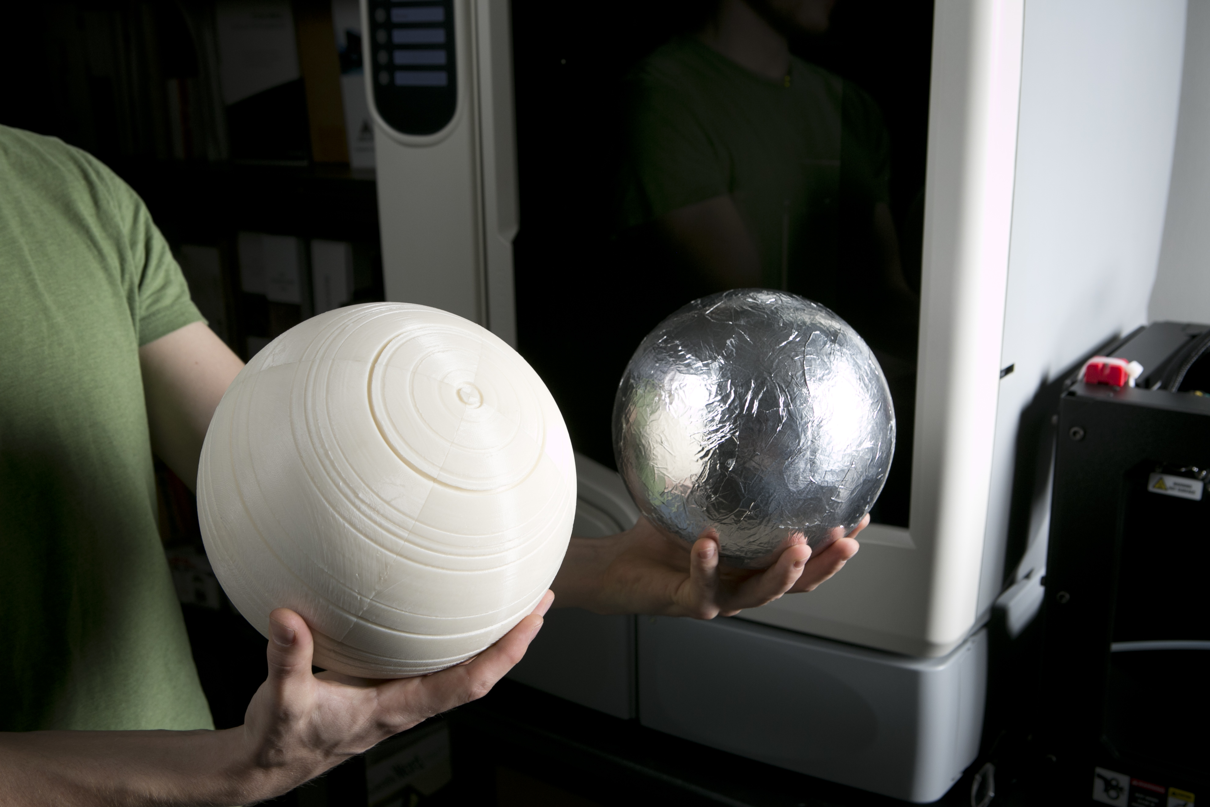 3-D microwave cloak